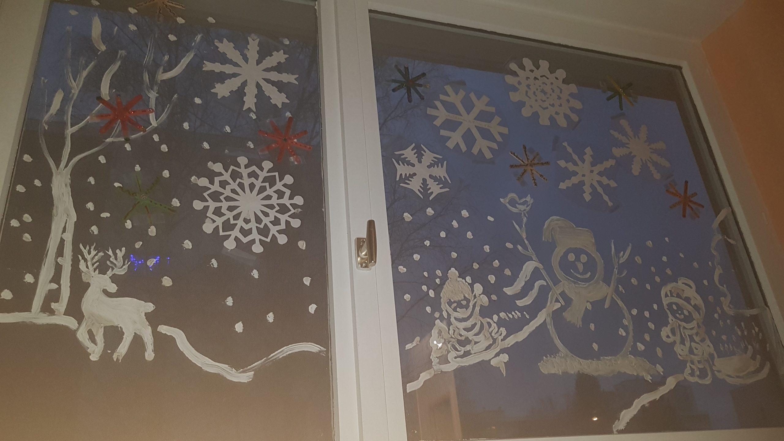 idée décoration fenêtre hiver